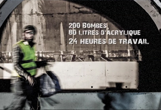 Jace peint la facade du tunnel d'entrée de la route du Littoral à Saint-Denis